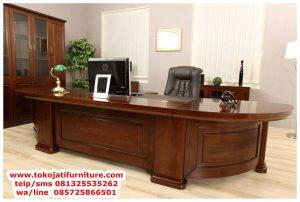 meja kerja utama pimpinan direktur