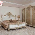 set tempat tidur desain antik