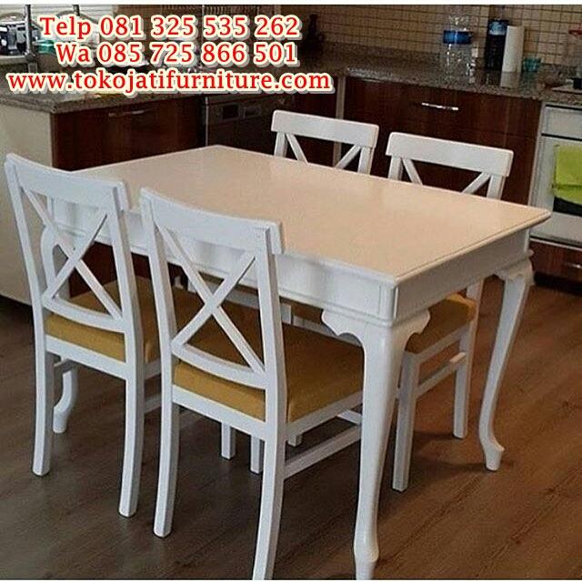 Set-Meja-Makan-Putih-4-Kursi kursi meja makan kafe duco modern