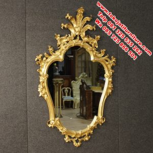 figura cermin ukiran